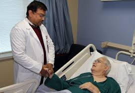 hospice_doctor talking with patient